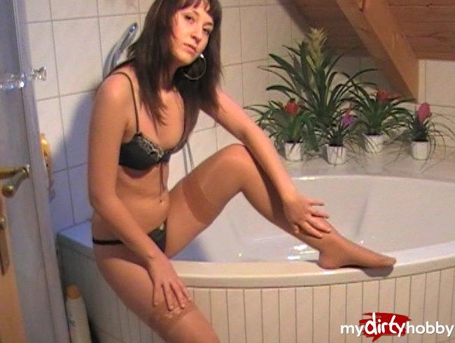 nasse Nylons in der Badewanne
